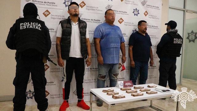 Detiene Policía Estatal a tres personas por transportar casi medio millón de pesos