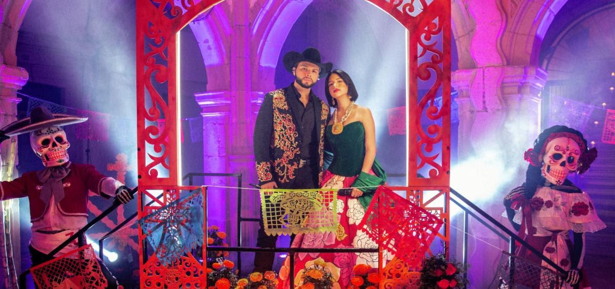 """Ángela y Leonardo Aguilar cantan a duo """"Cuando dos almas"""""""