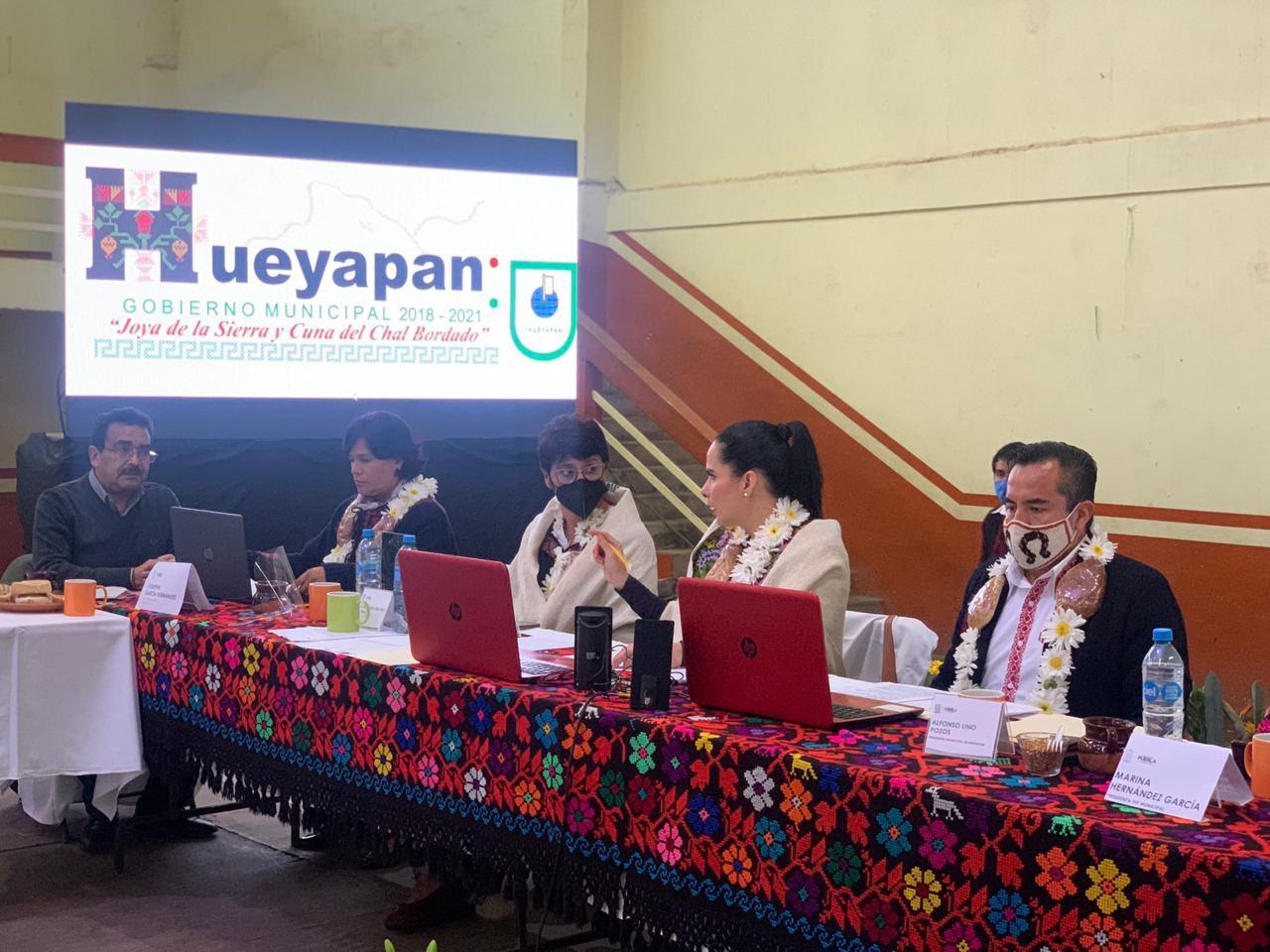 Exhorta Liliana Luna a reconocer los textiles y bordados de Hueyapan como Patrimonio Cultural Intangible