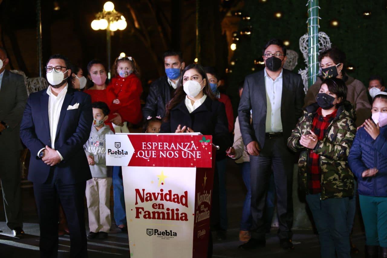 Video desde Puebla: La capital se ilumina para las fiestas decembrinas con más de 5 mil adornos navideños