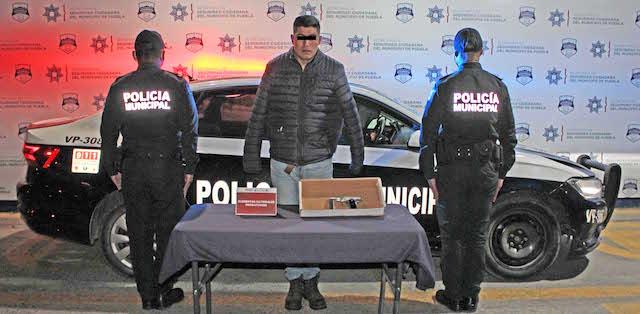 Aseguró policía municipal de Puebla un arma de fuego; un hombre fue detenido