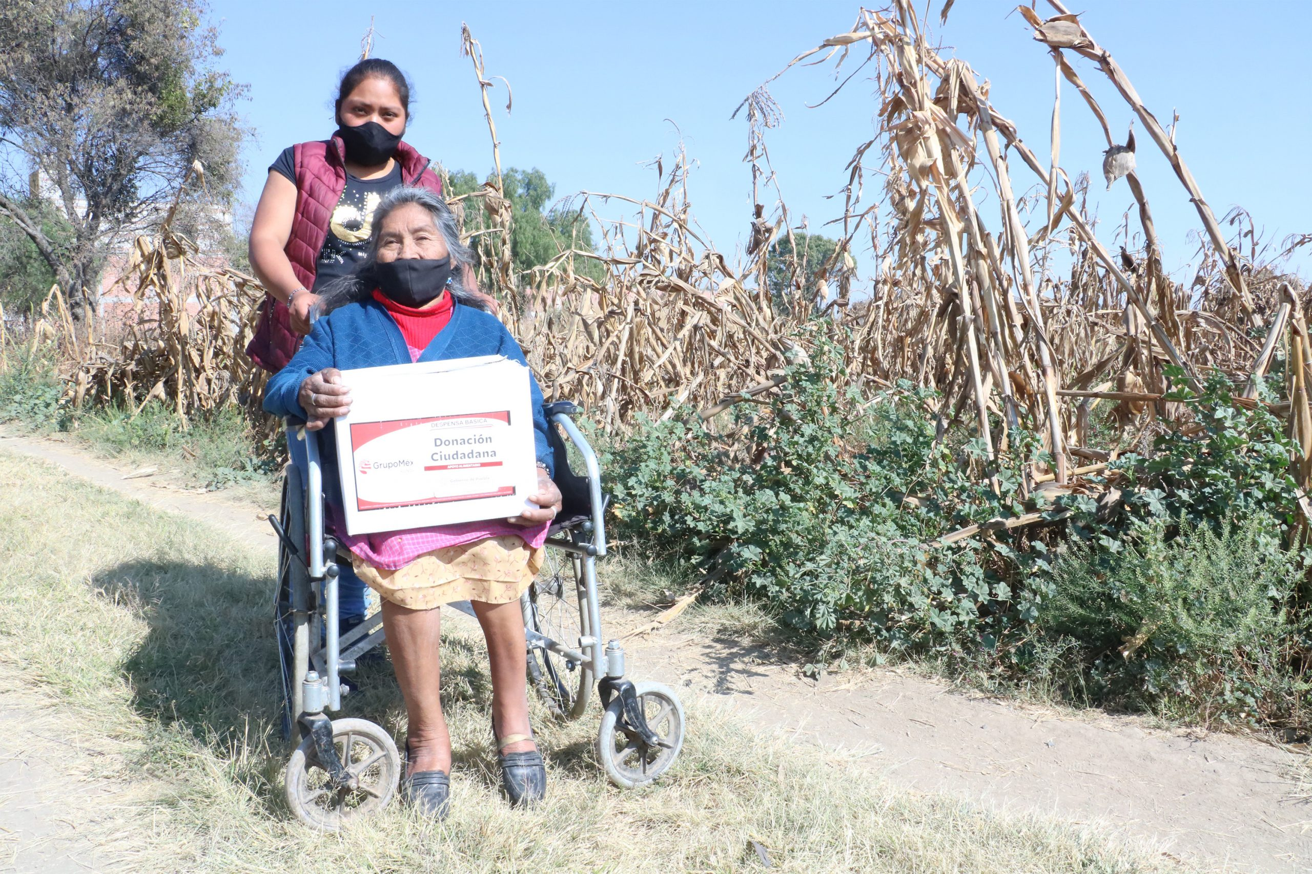 Reciben pobladores de San Pedro Cholula apoyos alimentarios del SEDIF