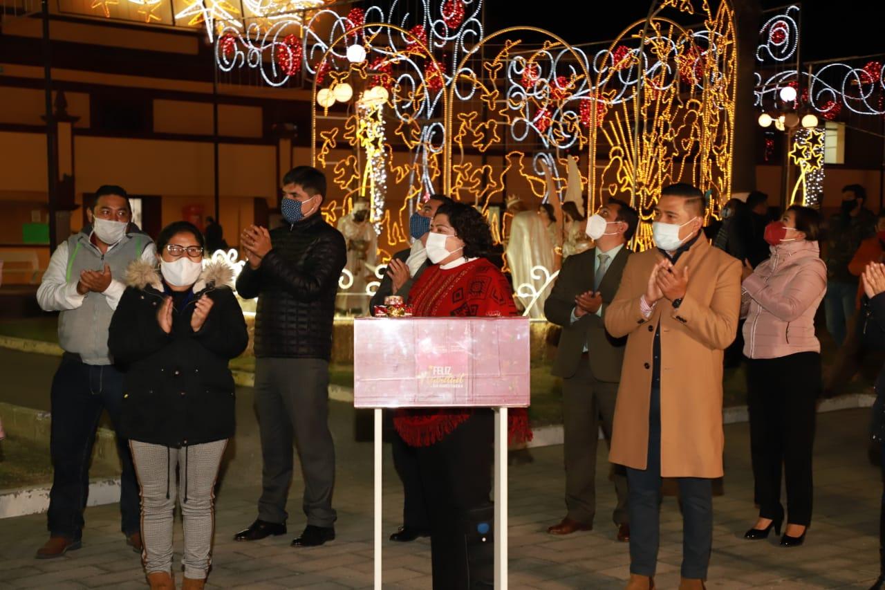 Desde San Andrés Cholula: Karina Pérez encabeza el encendido del árbol navideño