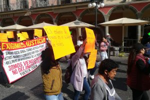 Ambulantes de Fuerza 2000 solicitan apoyo a Claudia Rivera