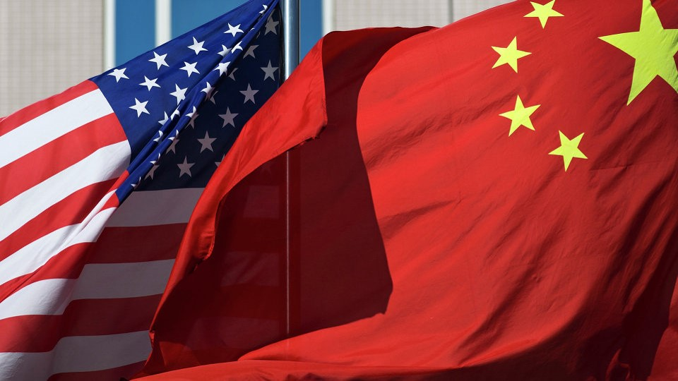 Nuevas sanciones a China y esperanza de estímulo en EU