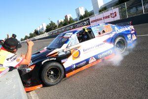 Asegura Rubén Rovelo título de NASCAR México con 5ª victoria en Querétaro