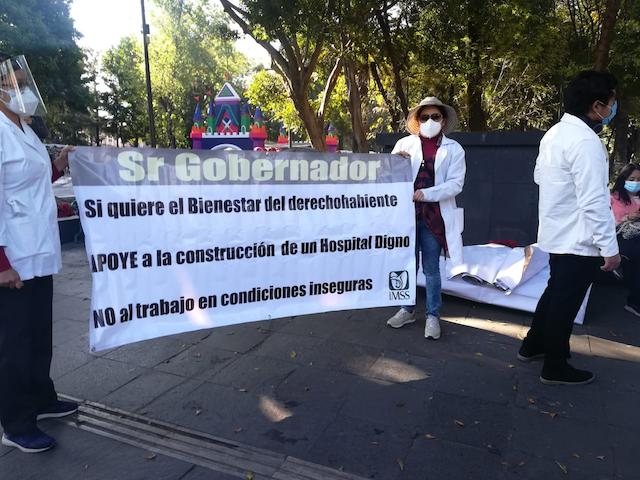 Marcha personal del IMSS para exigir alto a la violencia contra médicos