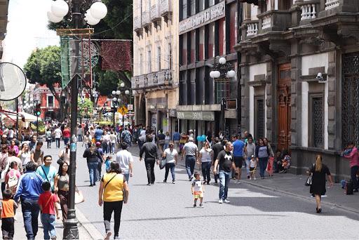Video desde Puebla: Ciudadanos realizan filas en algunos comercios del Centro Histórico por compras decembrinas