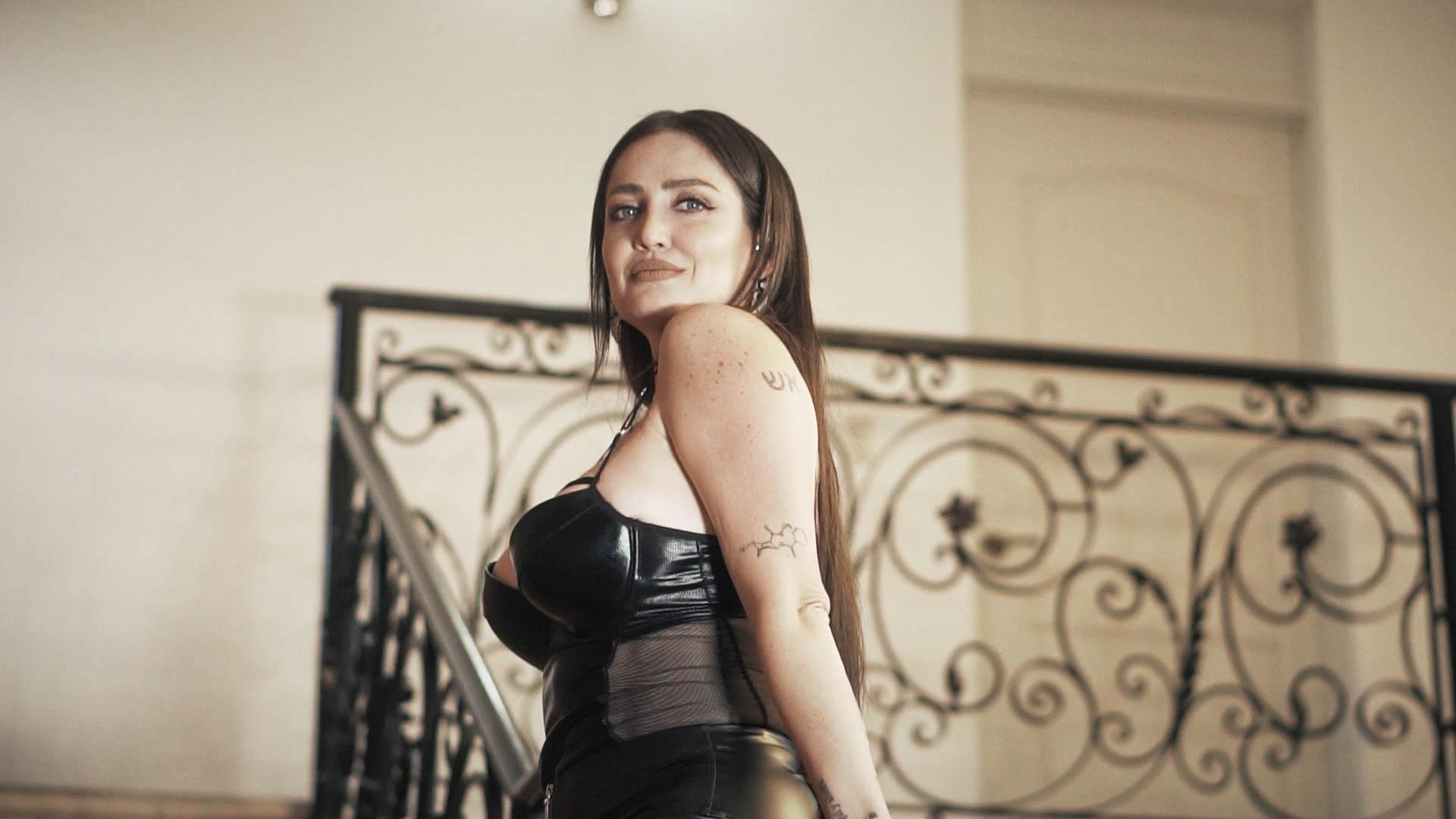 Celia Lora lo vuelve a hacer: Lanza contenido exclusivo para HOTGO con la modelo chilena Ignacia Michelson