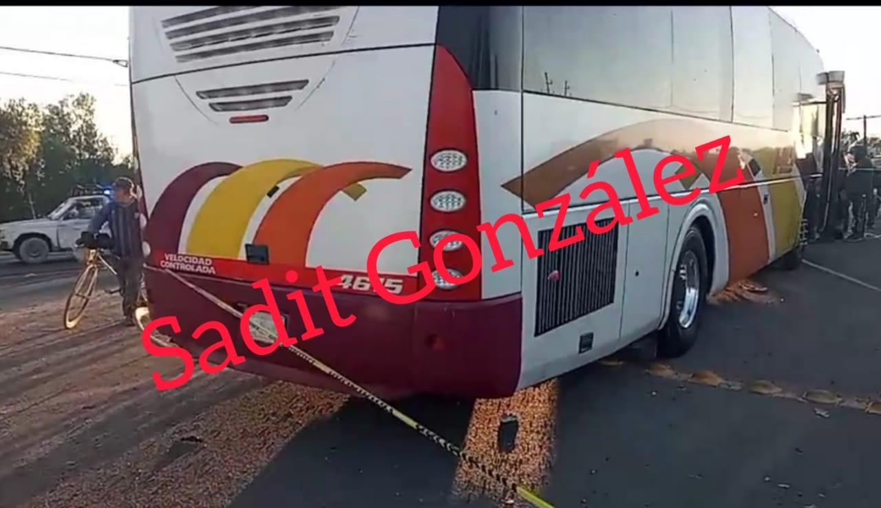 Autobus AU atropella y mata a un cargador de la Central de Abastos de Huixcolot
