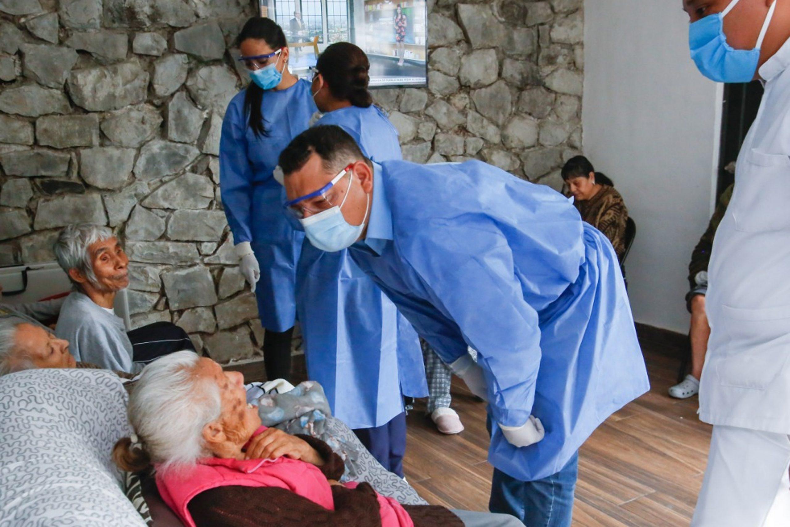 Supervisa SEDIF asilos y aplica vacunas contra la influenza a albergados