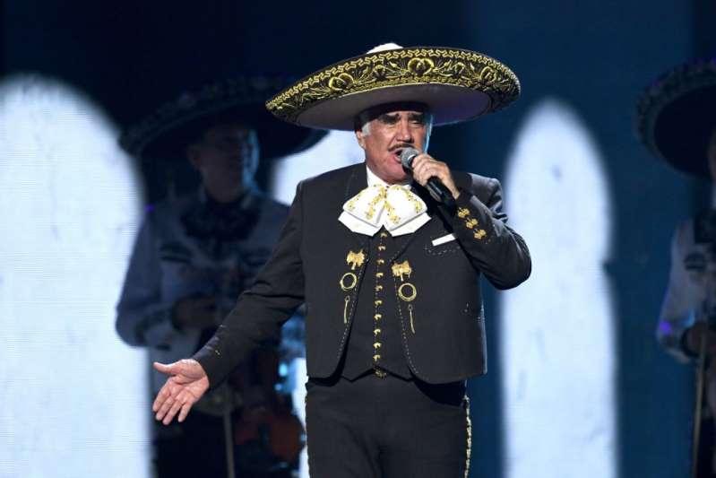 Vicente Fernández rompe el silencio tras polémico video viral de una fan