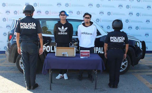 Detuvo policía municipal de Puebla a pareja por portación ilegal de arma de fuego