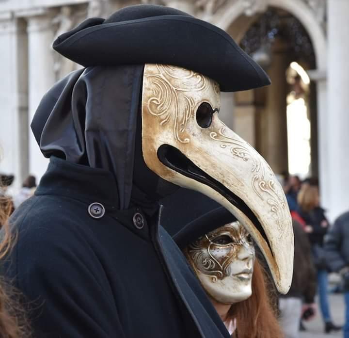 La incorporación de la máscara en el teatro