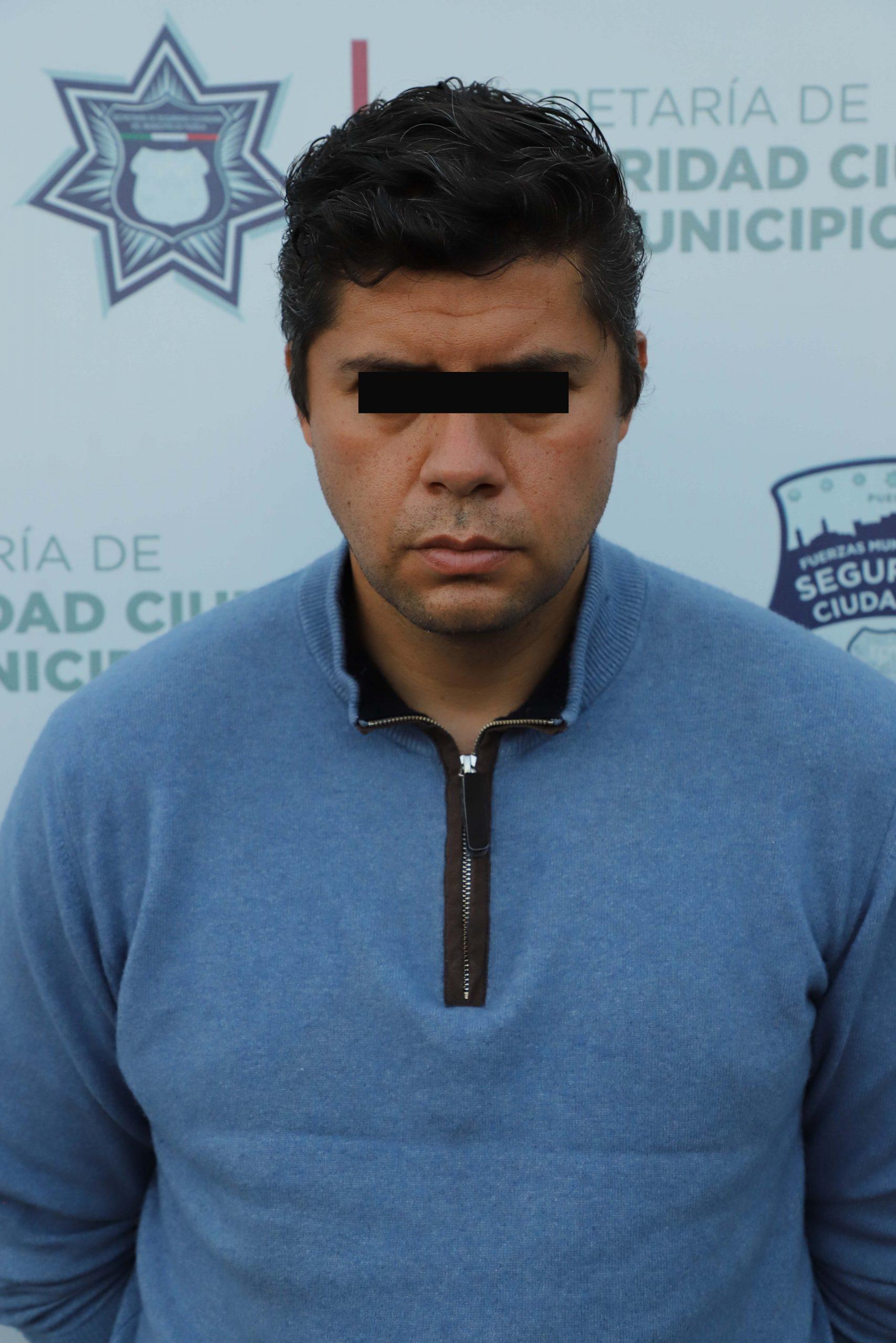 Oportunamente, detuvo grupo rocas de la policía municipal de Puebla a tres hombres por portación ilegal de arma de fuego.
