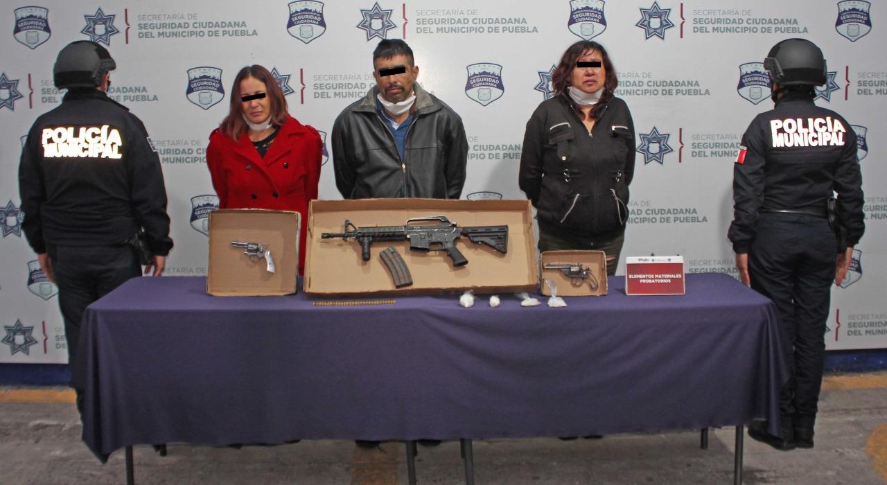 Detienen a 2 mujeres y un hombre armados hasta los dientes en la colonia La Pedrera
