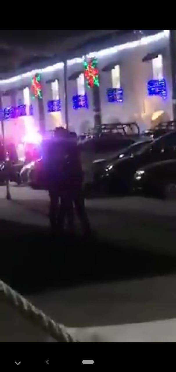 Video desde Puebla: Hasta balaceras se arman frente a la presidencia de Huejotzingo