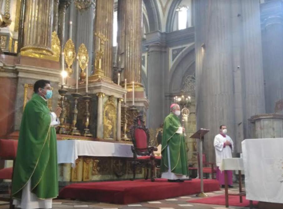 Arzobispo de Puebla vuelve a aprovechar la pandemia para criticar la despenalización del aborto