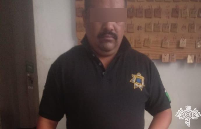 Por posesión de droga, es detenido policía municipal de Tehuacán
