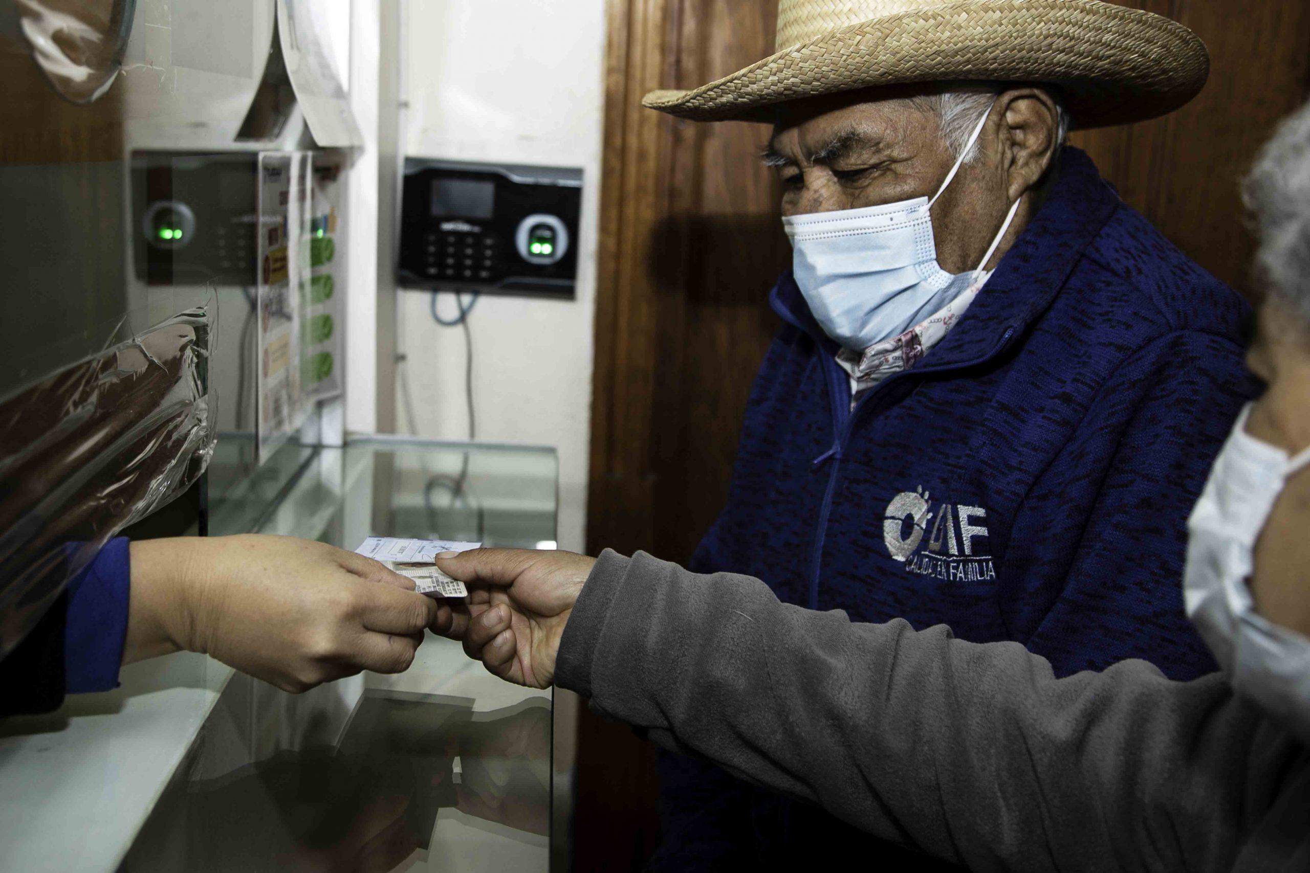 """Realiza """"Supérate"""" sexta entrega de seguros de vída a familias en extrema pobreza"""