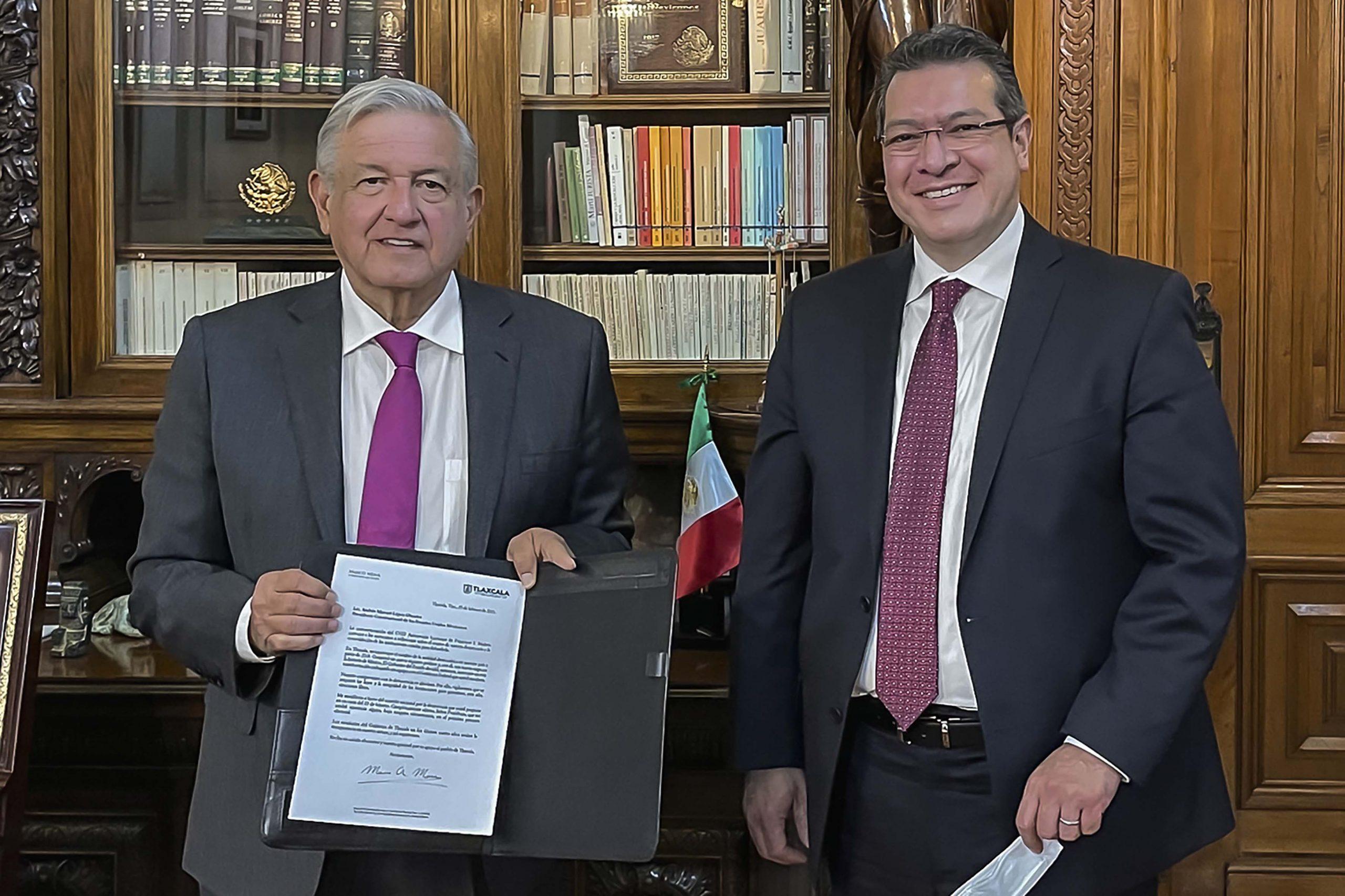 Marco Mena se reúne con el presidente AMLO; se adhiere al acuerdo nacional por la democracia.
