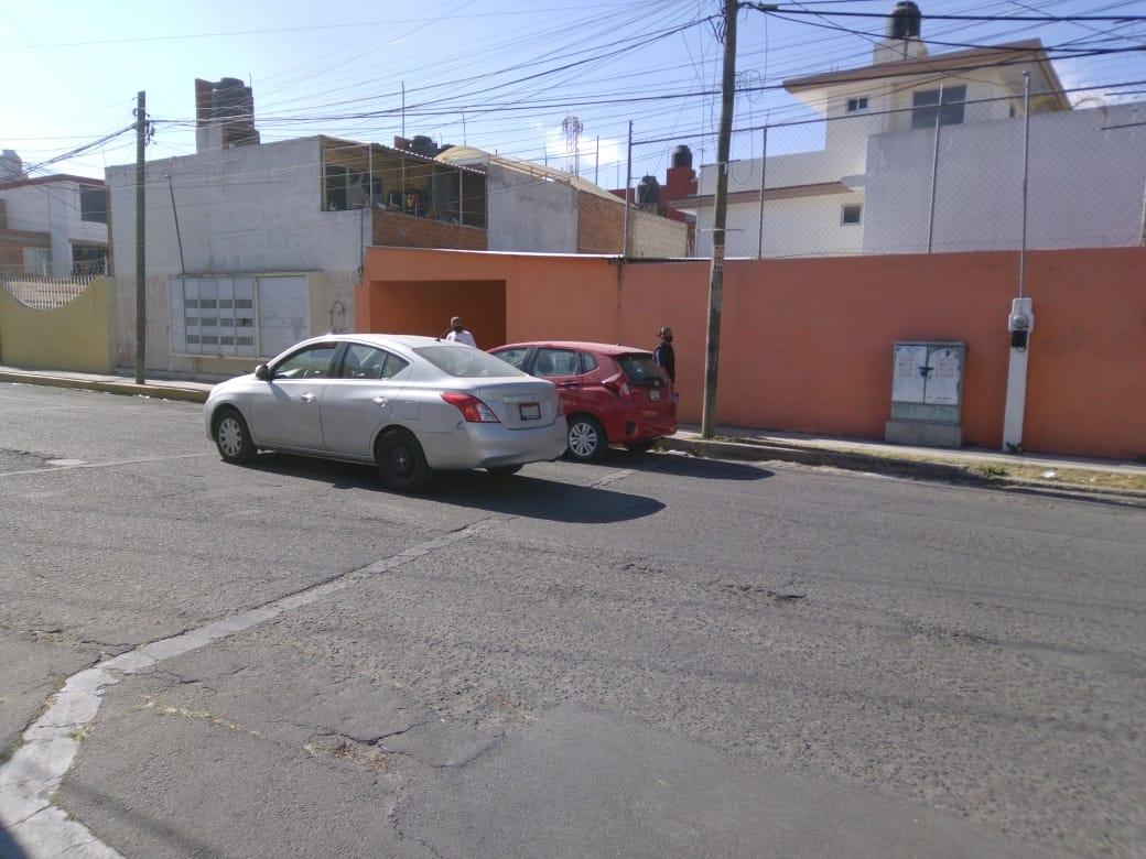 Comando armado roba tres vehículos en un autolavado en Villas del Carmen