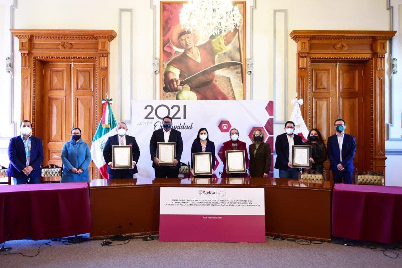 Reconocen a dependencias y enlaces de Ayuntamiento de Puebla por recertificación de Norma Laboral 2020