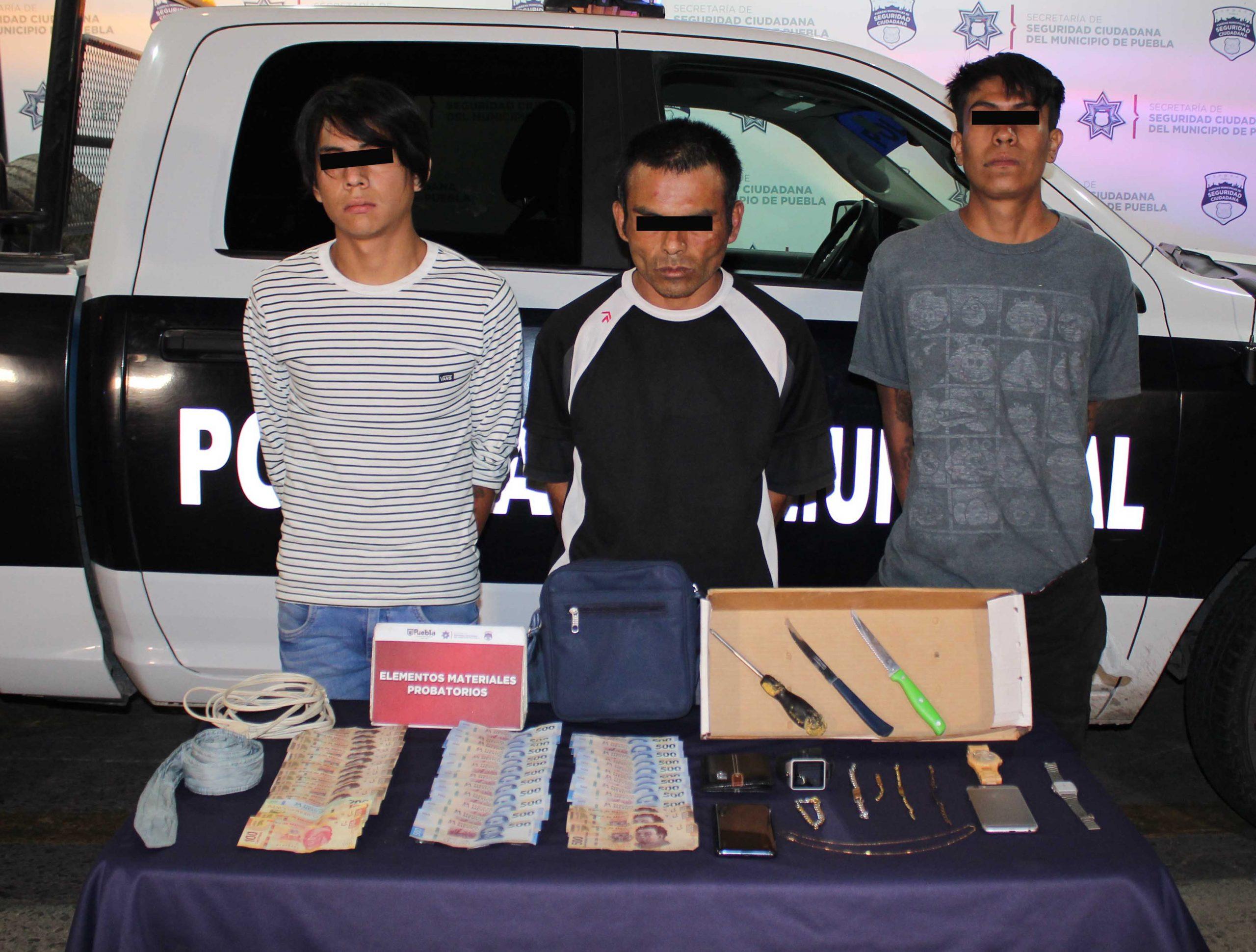 Detuvo Policía Municipal de Puebla a tres hombres por robo a casa habitación.