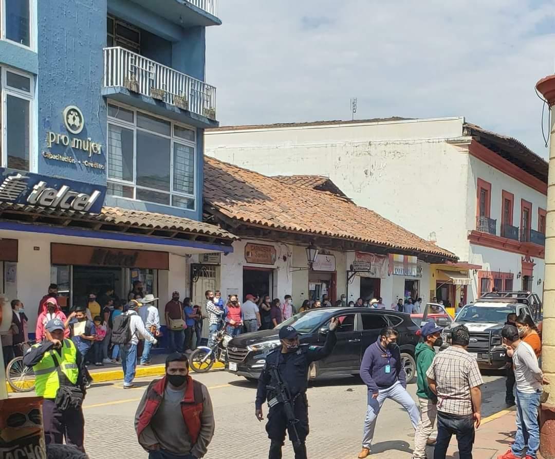 Video desde Puebla: Los detienen en Zacatlán por golpear a policías viales