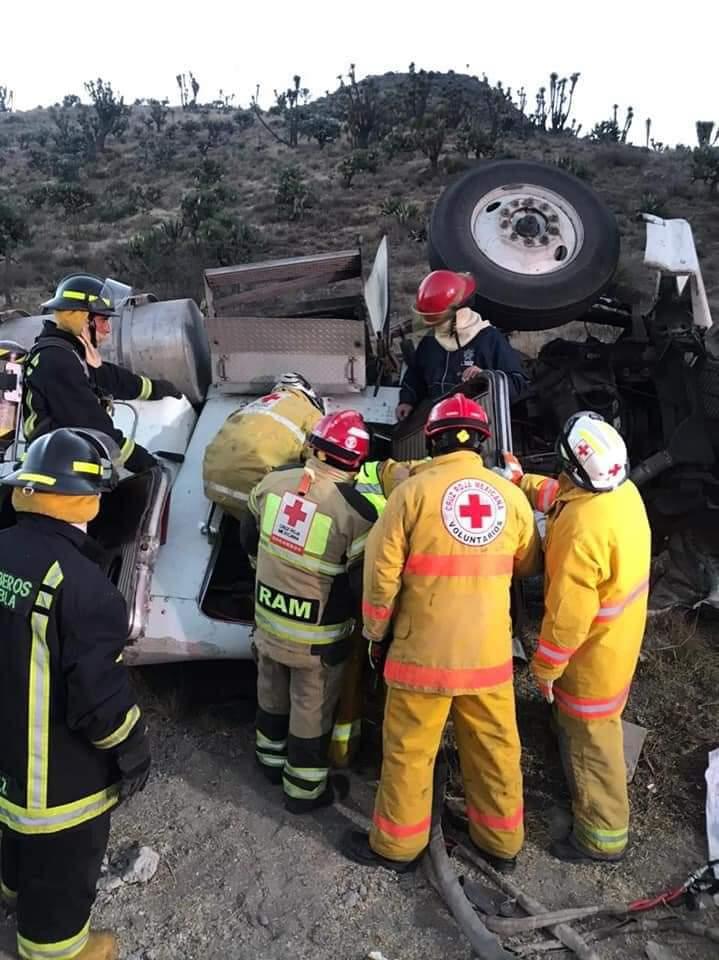 Mujer muere y su acompañante resultó herido por accidente en la carretera Amozoc-Nautla