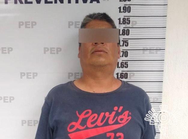 Policía Estatal detiene a hombre armado y con aparente droga