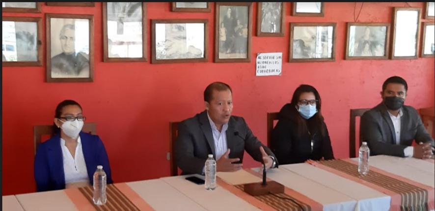 Por falta de congruencia y lealtad de su lideresa estatal panistas de Tepatlaxco renuncian a su militancia