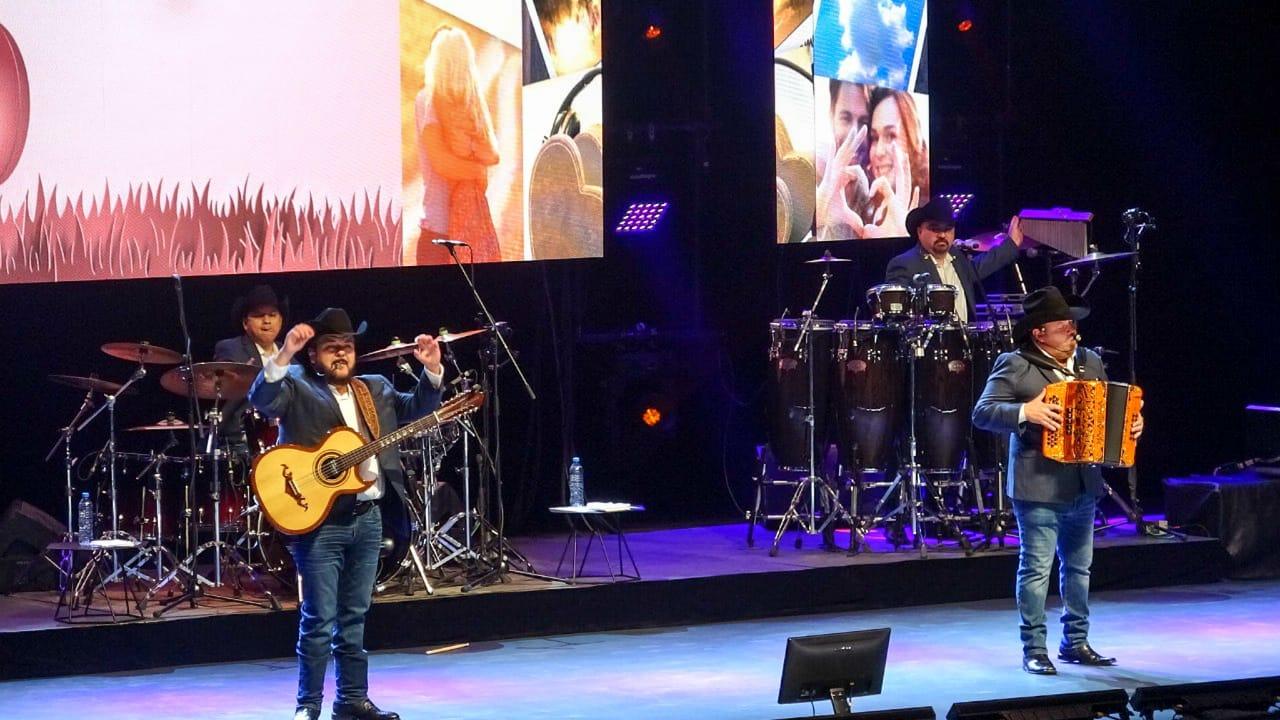 """Pesado ofreció el concierto virtual """"Viva el Amor"""" desde el Pabellón M"""