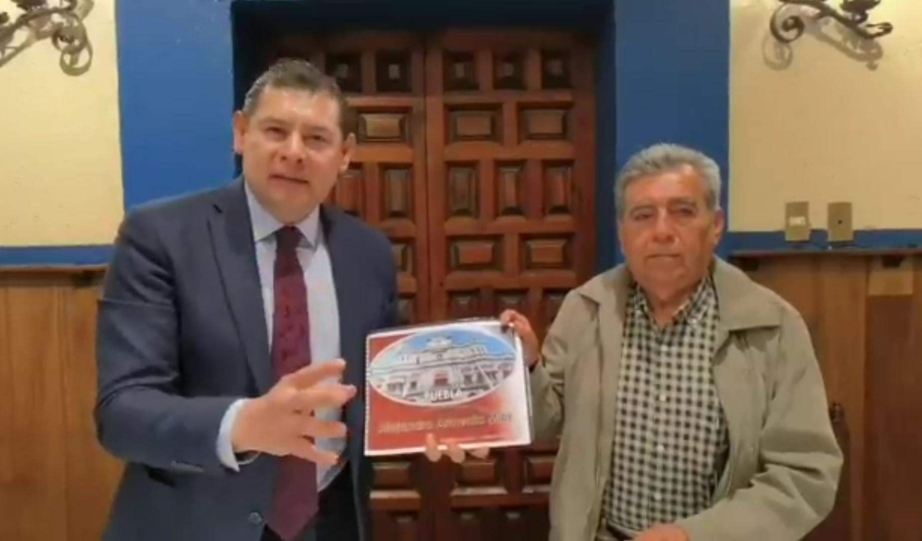 """Entrega Armenta Mier su propuesta """"Puebla un Gobierno de 10"""" a dos aspirantes a la candidatura de Morena en Puebla capital"""