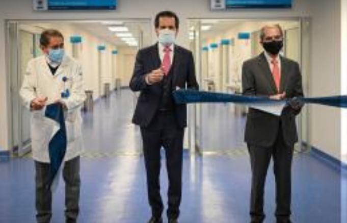 Entrega el Rector Alfonso Esparza 18 nuevas camas a la Unidad de Atención de Enfermedades Respiratorias Agudas del HUP