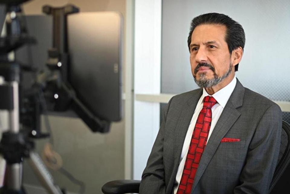 Rector Alfonso Esparza toma protesta a los directores de los cinco complejos regionales, periodo 2021-2025