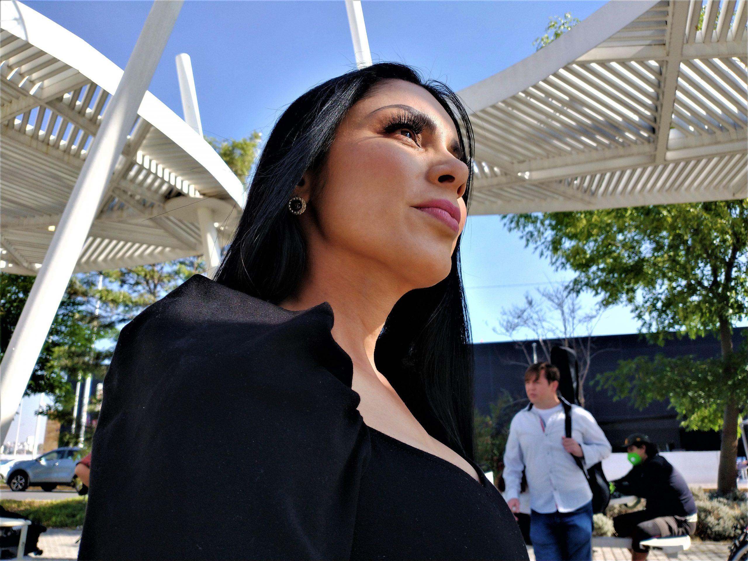 """La actriz, conductora y modelo guatemalteca Karla Baso protagoniza el video de la canción """"Voy a conquistarte"""""""