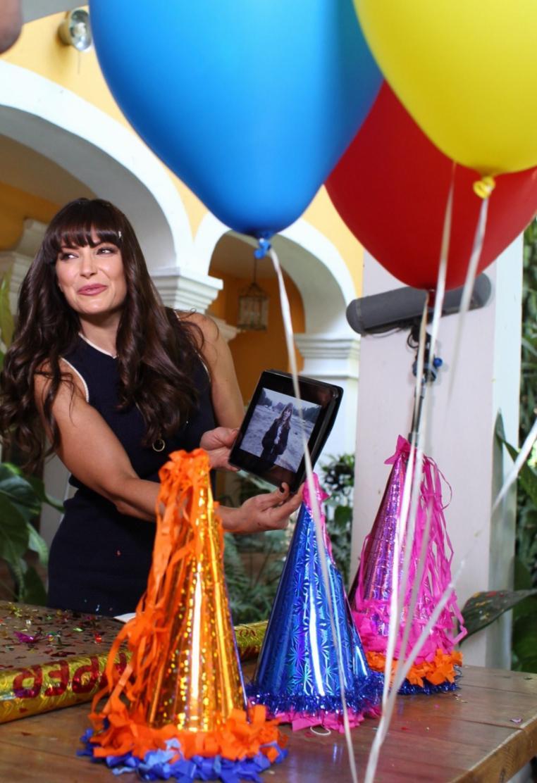 Producción y elenco de la nueva telenovela de Pedro Ortiz de Pinedo festejaron cumpleaños de Martha Julia