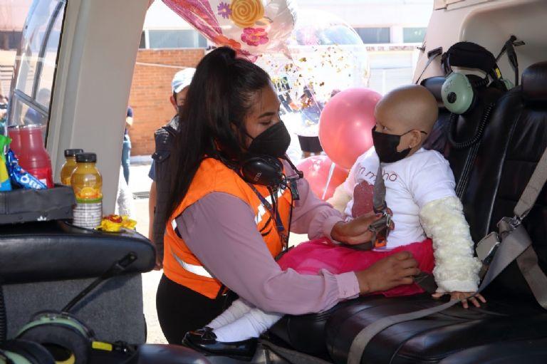 La valiente niña Hannia cumplió su sueño de volar en helicóptero