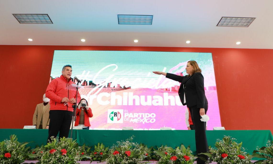 Alejandro Moreno toma protesta a Graciela Ortiz como candidata del PRI al gobierno de Chihuahua