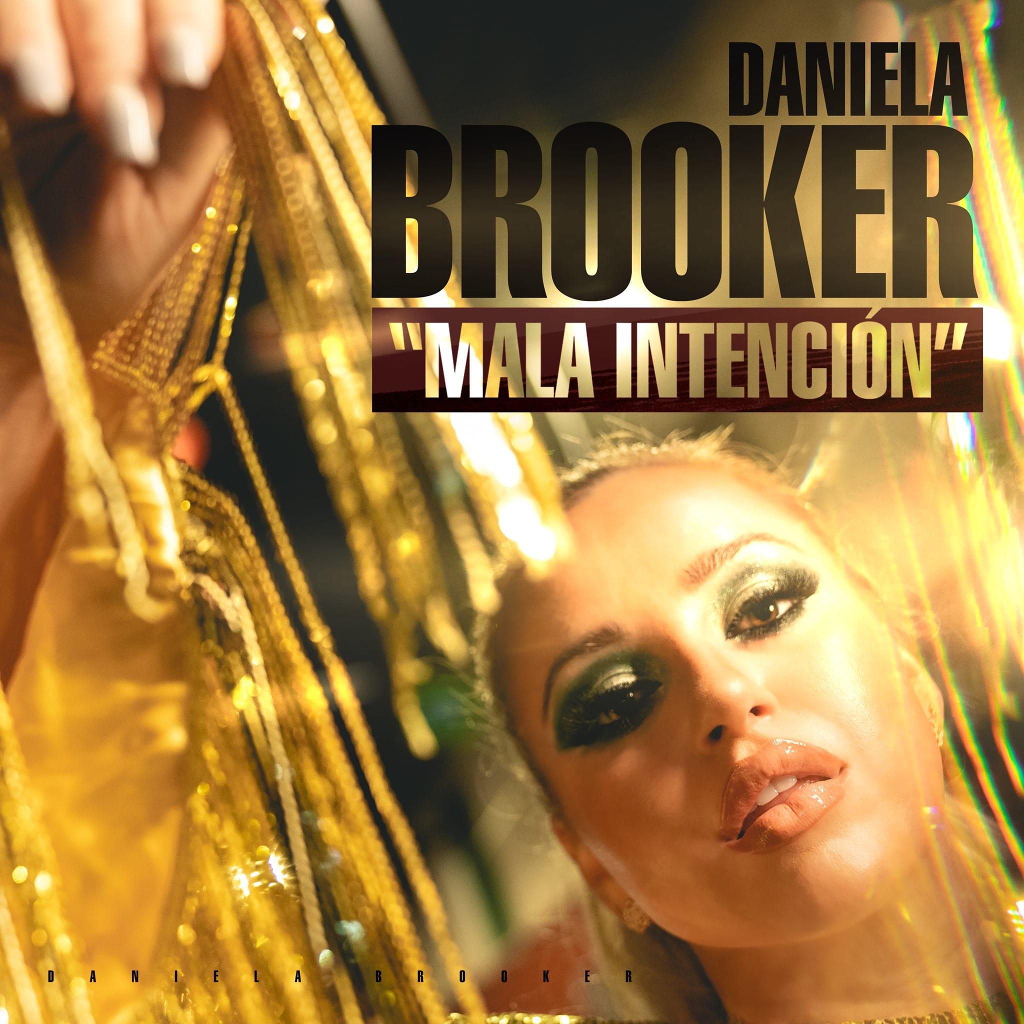 """Daniela Brooker platica sobre su remix de """"Mala intención"""""""