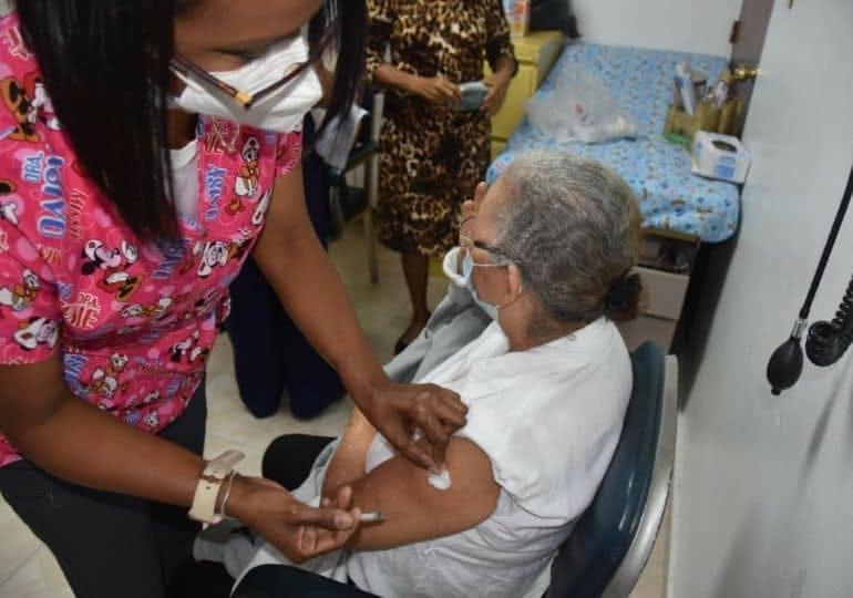 Lunes comienzan a vacunar en Tehuacán a los adultos mayores…y también las filas de espera