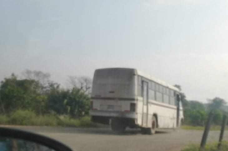 Ciudadanos de Francisco Z Mena denuncian el pésimo transporte público