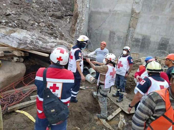Tres muertos, saldo preliminar del derrumbe de la plaza comercial que construye Noé Peñaloza en Texmelucan
