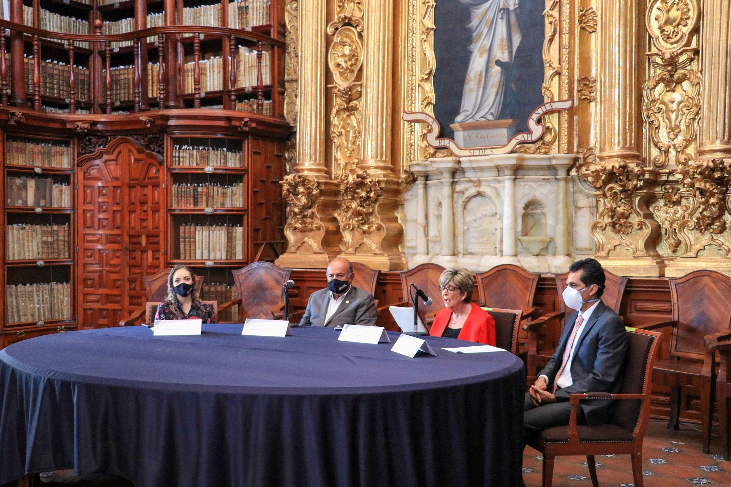 Recibe Secretaría de Cultura acervo fotográfico del maestro Arturo Fernández Aguirre