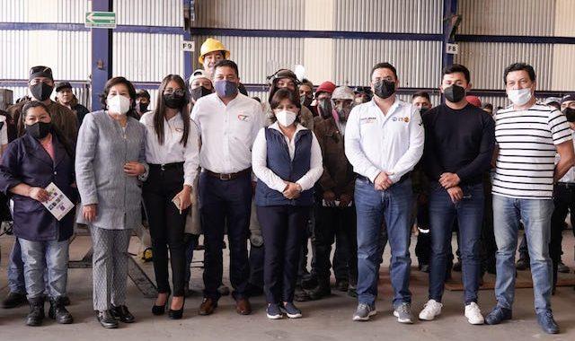 Anabell Ávalos dialoga con vecinos y trabajadores de El Carmen Tequexquitla