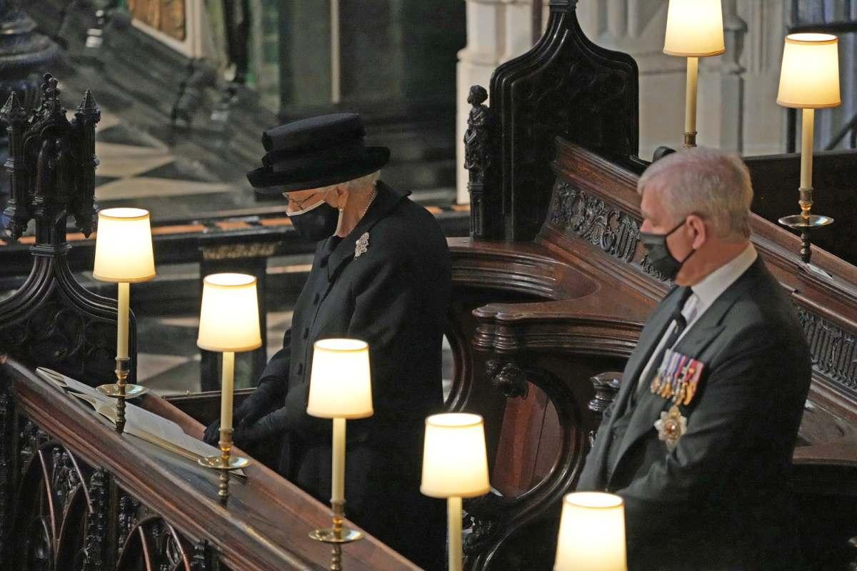 Isabel II entierra a su esposo el príncipe Felipe