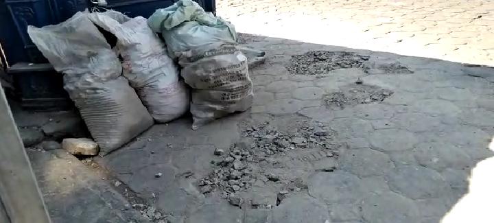 Video desde Puebla: Ayuntamiento retira por obras bolardos y macetas de la calle 8 poniente