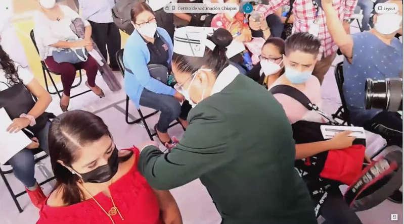 """Arranca vacunación anticovid a maestros en 5 estados; """"necesitamos clases"""", dice AMLO"""