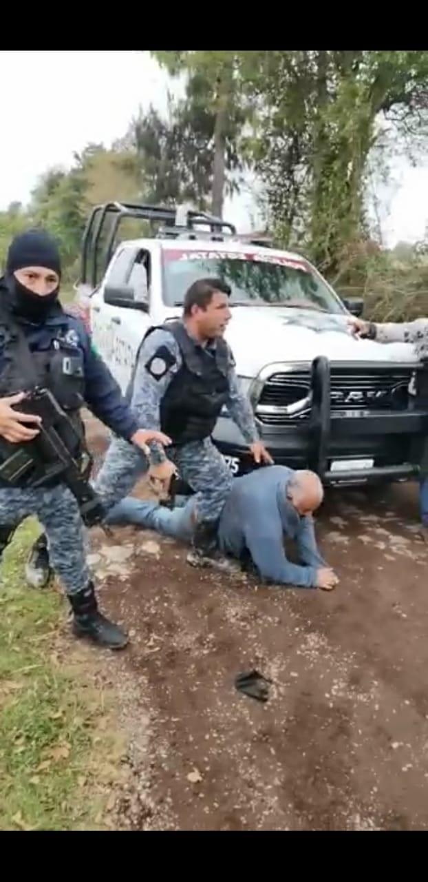 Video desde Puebla: Exhiben abuso de autoridad de policías en Huauchinango